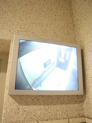 エレベーターにモニター付きです(*^-^*)