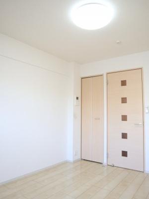 白を基調とした明るいお部屋です!!