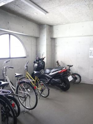 屋根付きの駐輪場は雨の日も安心ですね!