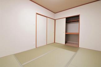各居室には収納スペースが設けられております♪室内を有効に使用していただけます(^^)