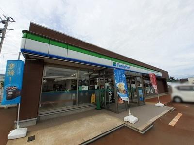 ファミリーマート上越南新町店まで541m