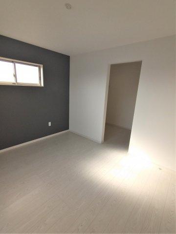 2F洋室。成長するにつれ増えていく荷物も収納があれば安心です♪空間を広々使うことができます♪