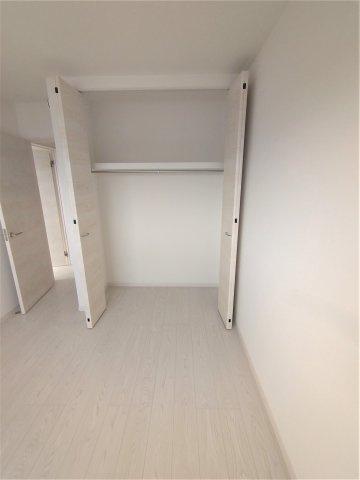 2F洋室クローゼット。全居室収納完備。