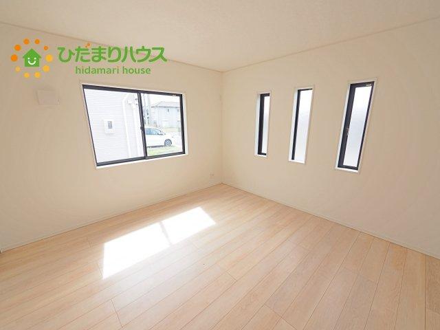 天井の高い主寝室。ゆっくりと過ごせる大人のくつろぎ空間!