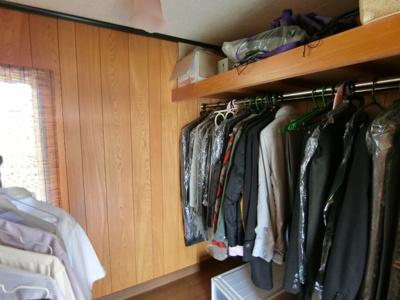 2階洋室のクローゼットは洋服や荷物もしっかりしまっておけます。