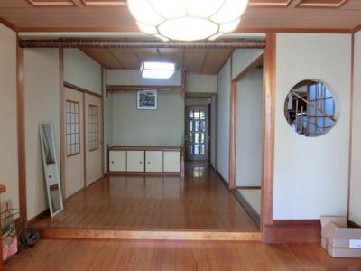玄関を入ると純和風の広々とした玄関ホールが迎えてくれます。