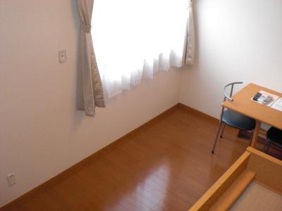家具・カーテン付きで便利です。