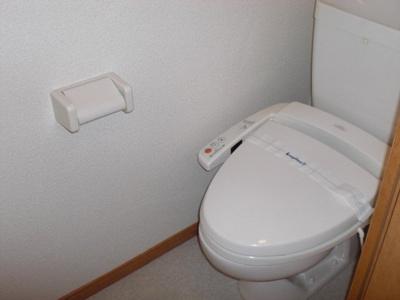 トイレは温水洗浄機能付きです。