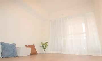 バルコニーに面した洋室約4.5帖 各居室クローゼット完備でお部屋がすっきりと片付きます