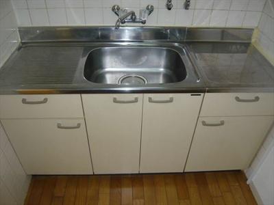単身物件には珍しい広めのキッチンです♪