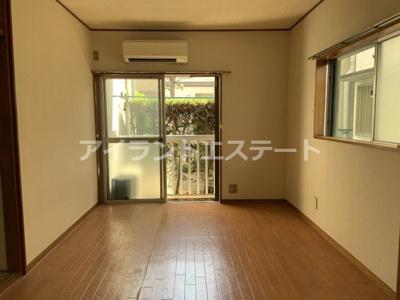 【居間・リビング】第2メゾン亀井 バストイレ別 TVドアフォン 南東向