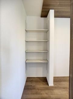 キッチン横可動棚