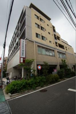 1階と2階はスーパーのあるマンションです。