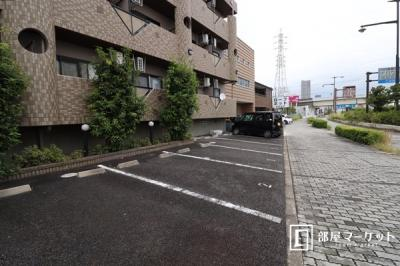 【駐車場】ティアラ八帖