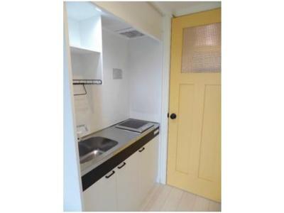 一人暮らしに丁度いいサイズ、お手入れ楽々のIHキッチンです!