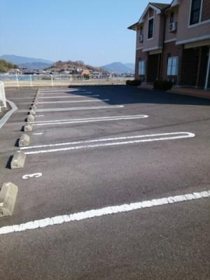【駐車場】レザン・ラブール B