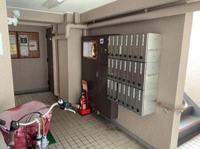 郵便受けもマンション内部にあります。