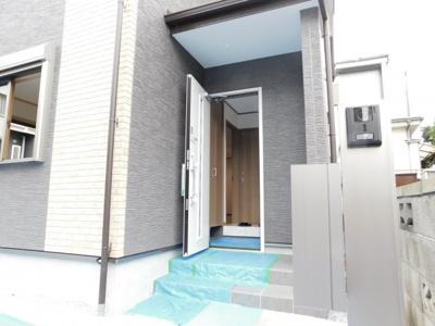 【玄関】入間市上藤沢・全1棟 新築一戸建 ~駐車2台可~