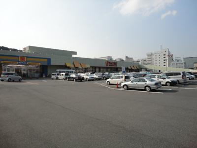 ヤオコー成田駅前店まで872m
