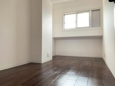 使い勝手のいい広い洋室です。