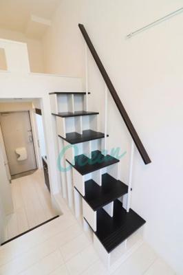 ロフトまでは階段で!(収納付き)※同一仕様写真