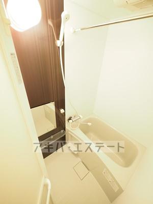 浴室乾燥機能付!アクセントパネルがおしゃれなバス・ルームです!※同一仕様写真