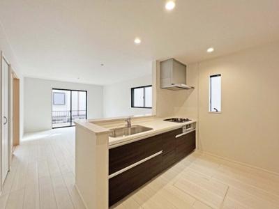 ■ゆったり入れる浴槽や、一坪サイズのゆとりの空間 ■浴室暖房でヒートショックの予防 ■バリアフリー設計