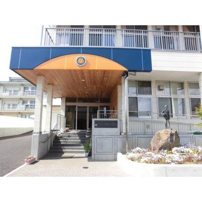 小学校「長野市立三輪小学校まで985m」