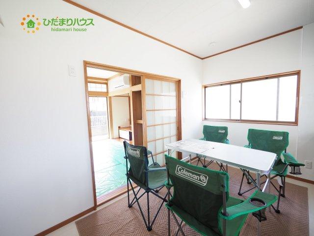 家族みんなで食事をするダイニングキッチンは二面採光の為、明るい空間です(*^^*)