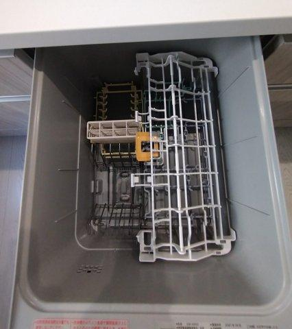多くの食器が洗えて節水効果もある、ビルトインタイプの食器洗い乾燥機付き!家事時間の時短になります♪