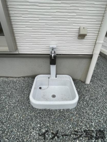 外部水栓。お車を洗う時やお花の水やりなどの時に便利です♪