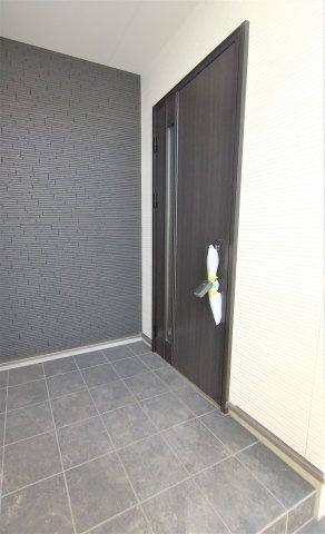 簡易タッチキー付き玄関ドア。お子様をだっこしていたり、荷物で手がふさがっているときに便利♪