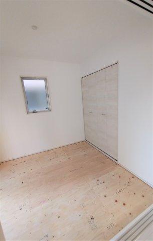 和室4.5帖。客間としてお子様のお昼寝スペースとして使えます!押入れには季節ものやお布団等収納可能♪