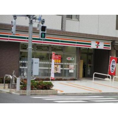 コンビニ「セブンイレブン新宿水道町中央店まで195m」