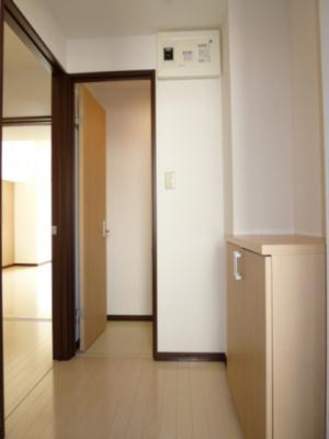 【玄関】ラッフル泉