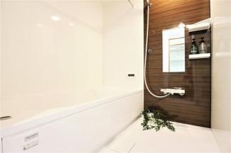 新品の浴室です♪一日の疲れを癒してくれます!浴室乾燥機付きで雨の日のお洗濯物も困りませんね(^^)