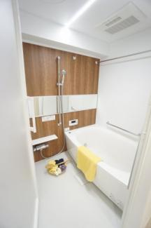 清潔感あふれるバスルームです