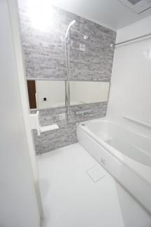 清潔感あふれるバスルーム。1日の疲れを癒す憩いの空間です
