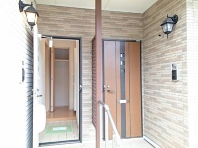【玄関】シロエガーデン1