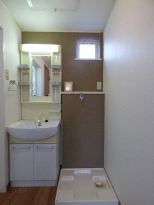 独立洗面台付き!タオル掛けもついていて便利です♪洗濯機置き場有り!