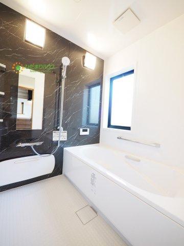 半身浴もゆっくり楽しめる広々浴室(^^♪