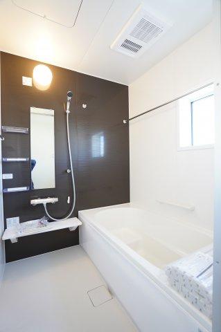 【同仕様施工例】浴室乾燥機付一坪バスです。