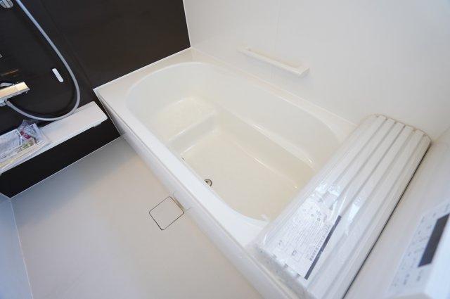 【同仕様施工例】お子様とでゆっくり入れる大きな浴槽です。