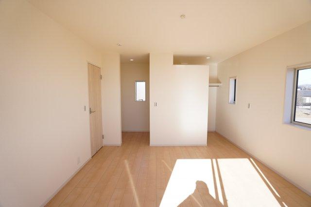 【同仕様施工例】2階 ウォークインクローゼットが2ヶ所あるお部屋です。ご夫婦で分けて使えます。