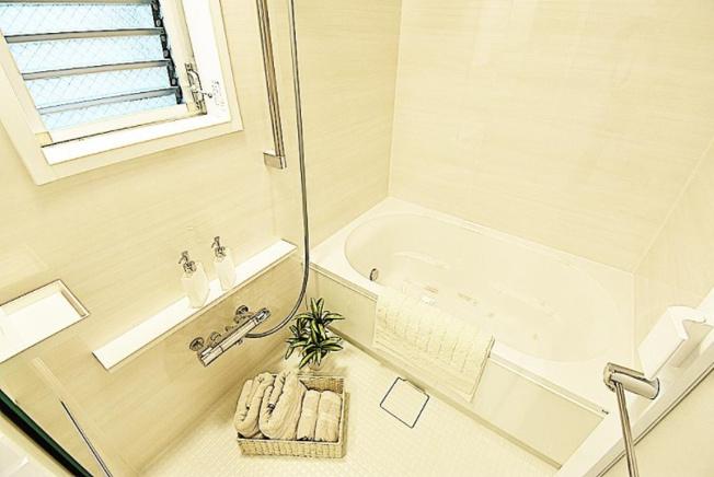 リベレ向陽台第六号棟:雨の日のお洗濯ものを干すにも便利な浴室乾燥機・追い焚き機能付き浴室です!