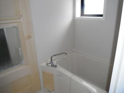 窓が付いてる浴室は換気が出来て便利です。