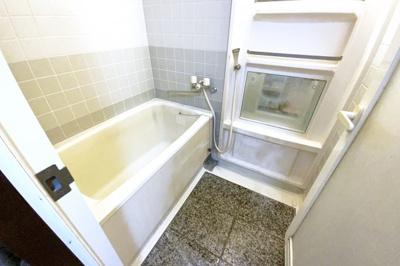 《浴室ガス式暖房乾燥機》付きで毎日の洗濯物が早く乾かせます\(^_^)/