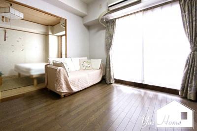 京阪宇治線『三室戸駅』より徒歩8分のマンションです\(^_^)/バルコニーが南側にあり明るく陽当りの良い室内になっています。