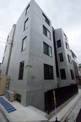 京浜急行線「梅屋敷」駅より徒歩2分の駅近デザイナーズマンションです。