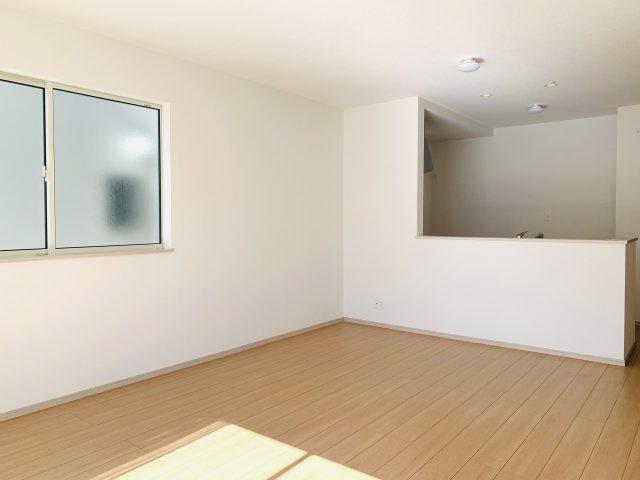 【同仕様施工例】すっきりとした玄関です。窓もあるので明るいです。